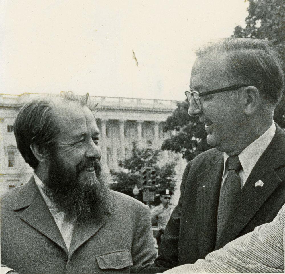 Helms and Solzhenitsyn_1976.jpg