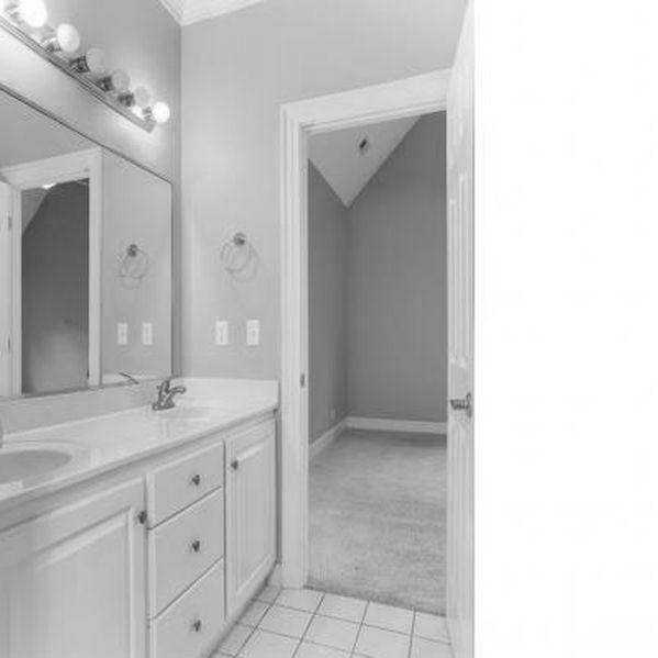 Master-Bath-2-bw.jpg