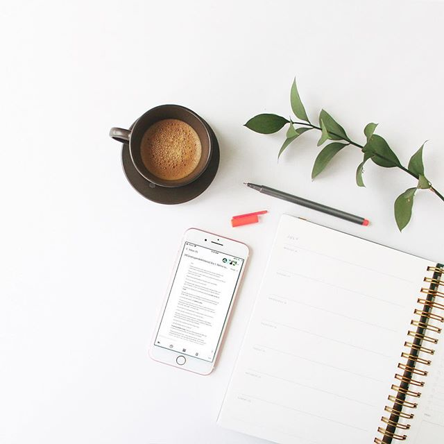 Levanta la mano si esta semana fue muy movida 🙋🏼♀️ No solo trabajamos en proyectos de clientes, sino que lanzamos nuestro mini-curso por correo #ConstruyendoMiMarca 😍 en el cual en 6 días construiremos las bases de tu marca. (¡Enlace en perfil!) Y... estamos preparando algo más.  Ya en unas semanas sale nuestro 🎙️Podcast Branding: de la A a la Z ⚡️ donde les compartiremos no sólo lo que necesitan para conectar con su audiencia y crecer, sino que conversaremos sobre cómo construir un negocio eficiente que trabaje para ustedes y les permita diseñar y vivir la vida que aman. ¿Suena bien?  Cuéntanos aquí debajo que temas o inquietudes respondidas te gustaría escuchar, ¡y a quién te gustaría invitemos!  #podcast #planning #coffeelover #flatlay #podcastespañol #santodomingo #createcultivate #cursogratis #businesstips #slowlybutsurely #progressnotperfection #livesimple #livecreatively