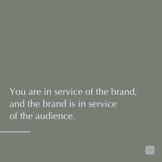 """¿Por qué creemos en el Branding? 〰️ Porque te da un norte, te da una guía dentro de la cual desenvolverte. 〰️ Porque no te deja desviarte. 〰️ Porque te permite dar lo mejor para la marca, y a la marca dar lo mejor a la audiencia. 〰️ """"Tu estás en servicio de la marca y la marca en servicio de la audiencia"""" 〰️ ¿Cómo estás sirviendole a tu marca hoy? . . . #brandstylist #branding #quotestoliveby #webdesign #santodomingo #madeindr #emprender #emprenderd #smallbusiness #pymes"""
