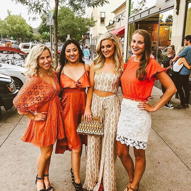 Is it even the #orangeparty if you don't eat dinner @myriogrande first?! Love these ladies, and especially @mekodell who I can't wait to spoil in Las Vegas in T-Minus 18 days 🔥✨ | Jumper: @shop12thtribe FAVE Clutch & Spray Tan: @thescreaminpeach Shoes: #topshop for @nordstrom Earrings: @madewell #everydaymadewell #12thtribevibes #vegasbound #workhardplayhard #madwire #marketing360life