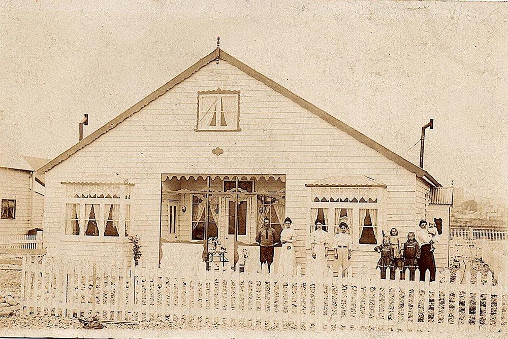 Santoy around 1905.jpg