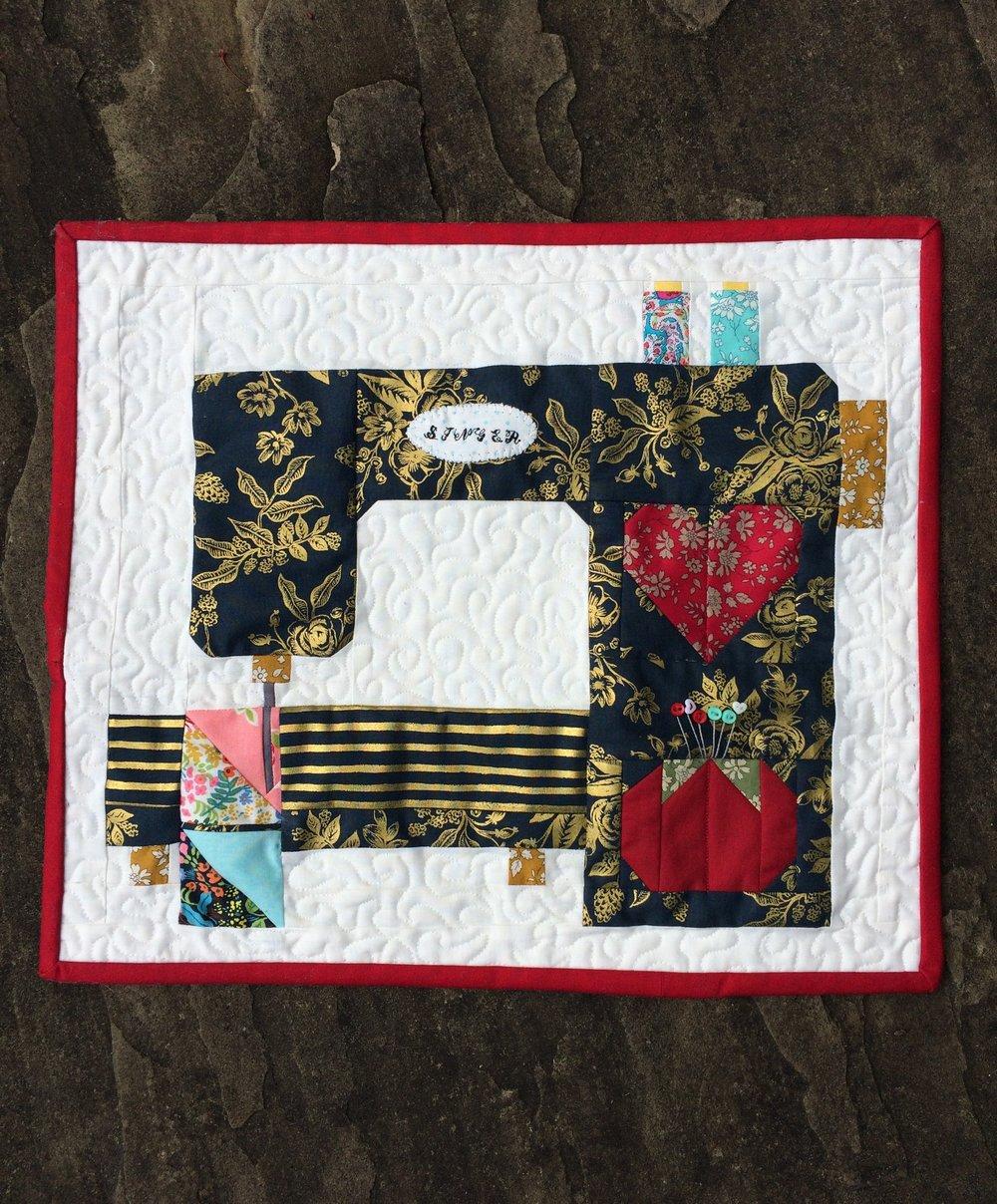 Mini Singer Sewing machine quilt.jpg