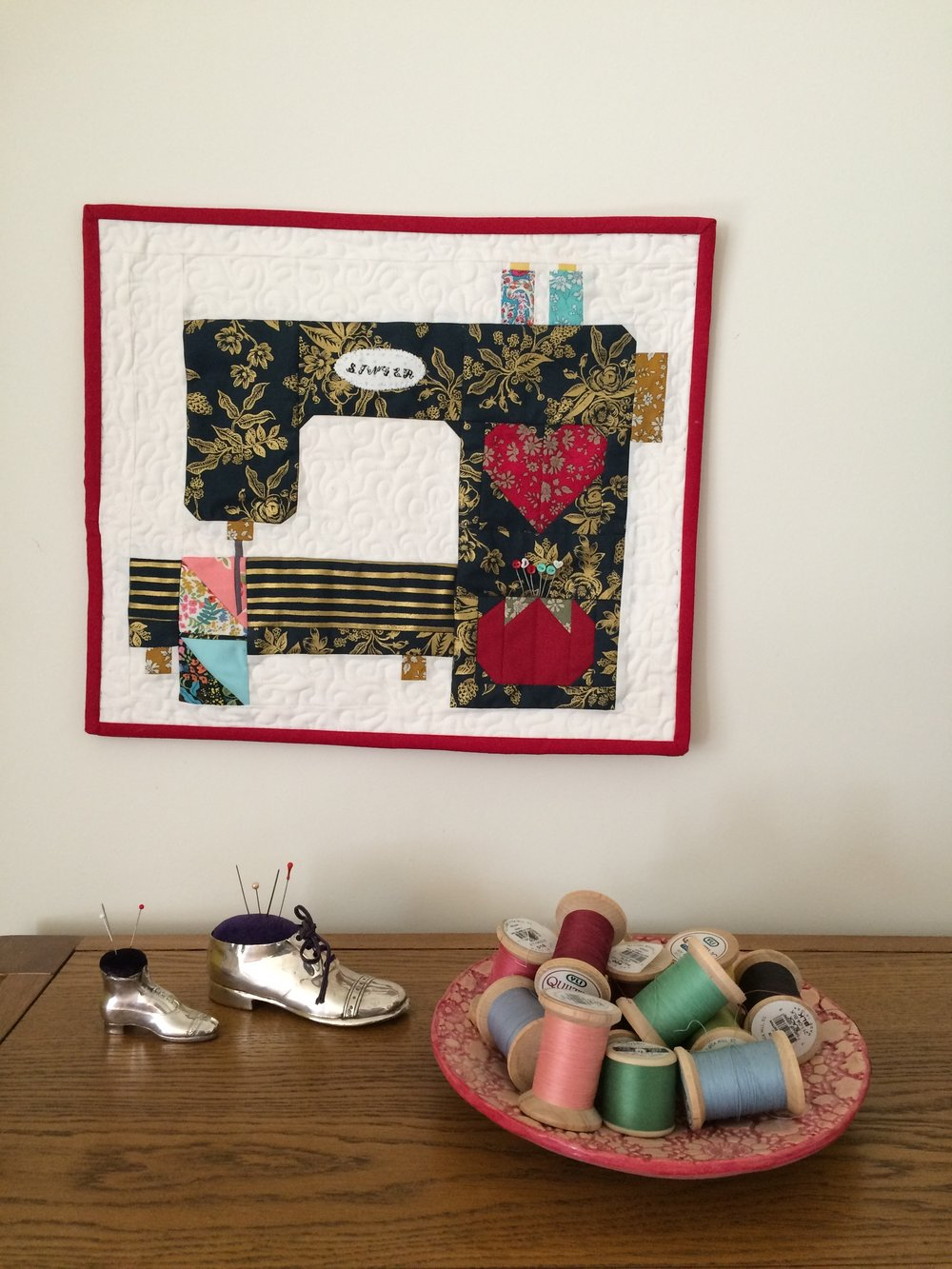 sewing machine mini quilt.JPG