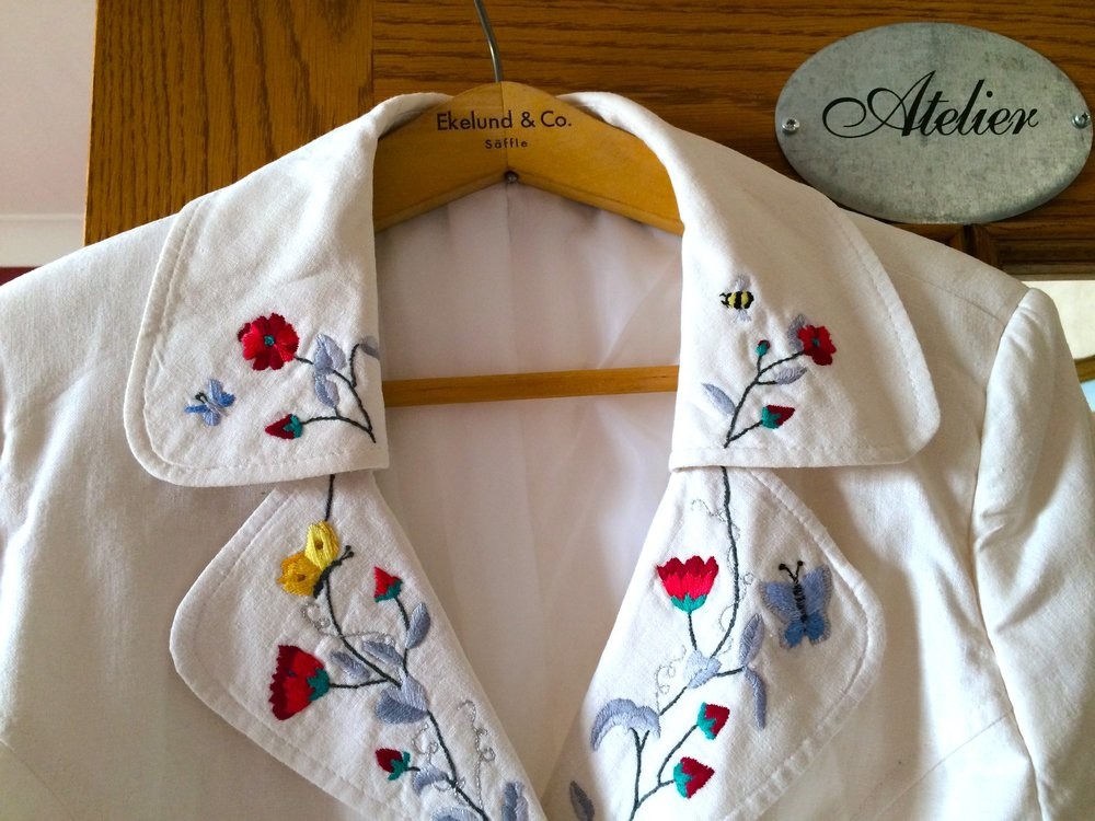 embroidered jacket collar.jpg