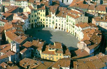 Lucca_Anphitheatre Square.jpg