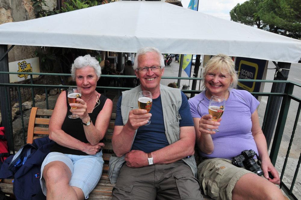 Daglig leder i Tiramisu, Bente, sammen med reiselederne Kjell og Marianne.