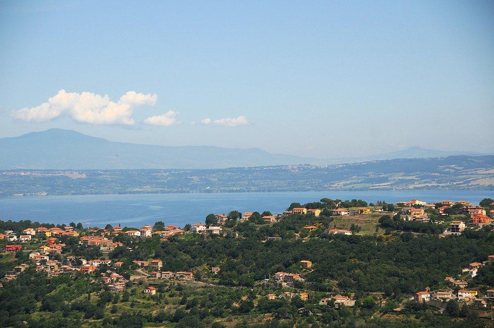 Utsikt fra Montefiascone over Bolsenasjøen