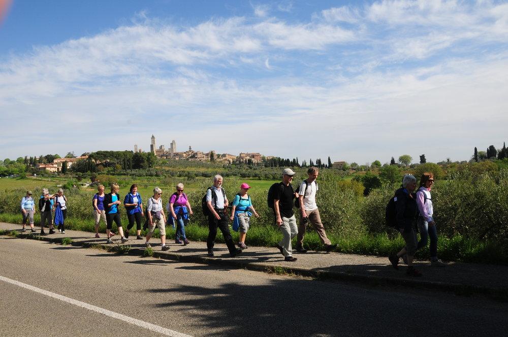 Vandringen i Toscana starter i San Gimignano