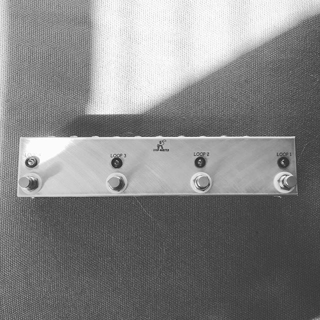 My new @loopmasterpedals 4 loop switcher 😋🕺🏻
