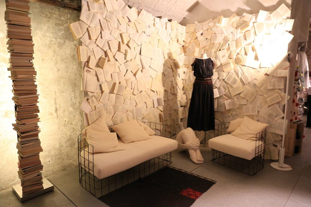 Lounge + Cangiari manichino.JPG