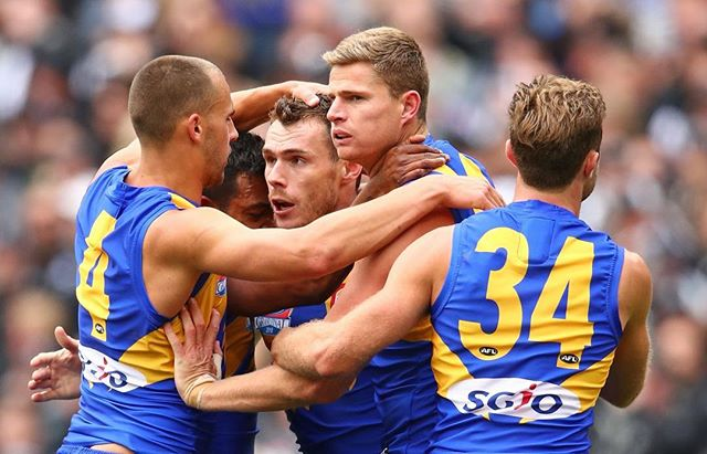 FLYING HIGH 🦅 Dommy Sheed with the winner! What a nail biting game 😱 • Congratulations @westcoasteagles! The flag comes home 🙌🏼