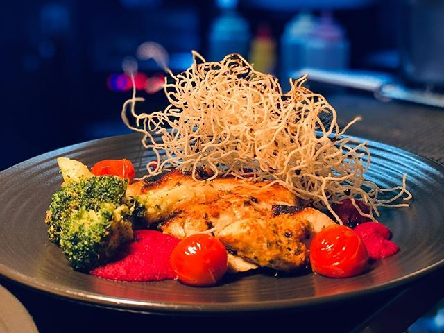 CHICKEN TONIGHT Seasoned with cajun spices, served with beetroot hummus and buttered seasonal veggies! • Perfect for the warmer days!