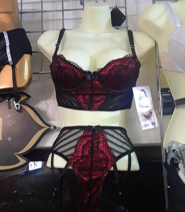 Isn't this long line bra set adorable?