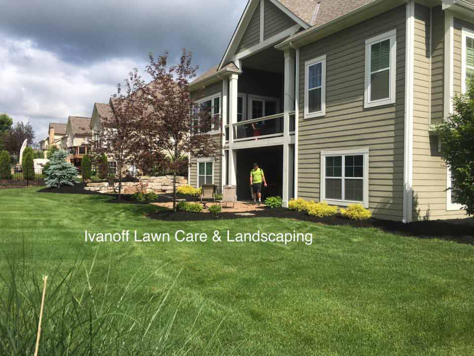 Apartment complex back lawn by local lawn care and landscape company.