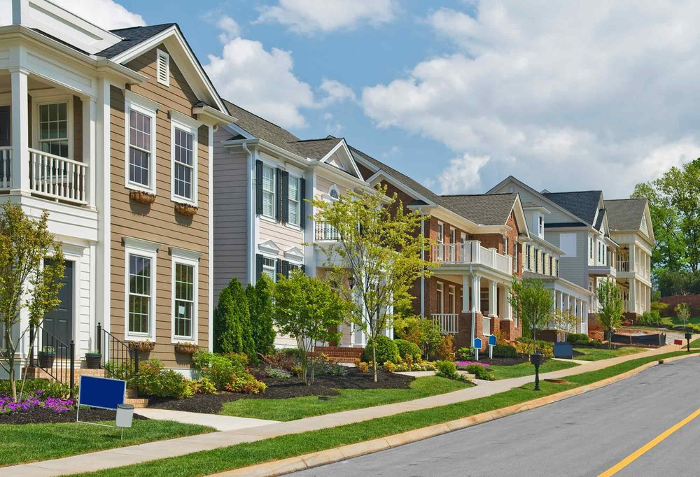 Lovely apartment complex landscaped sidewalk by Delaware landscape and lawn care company.