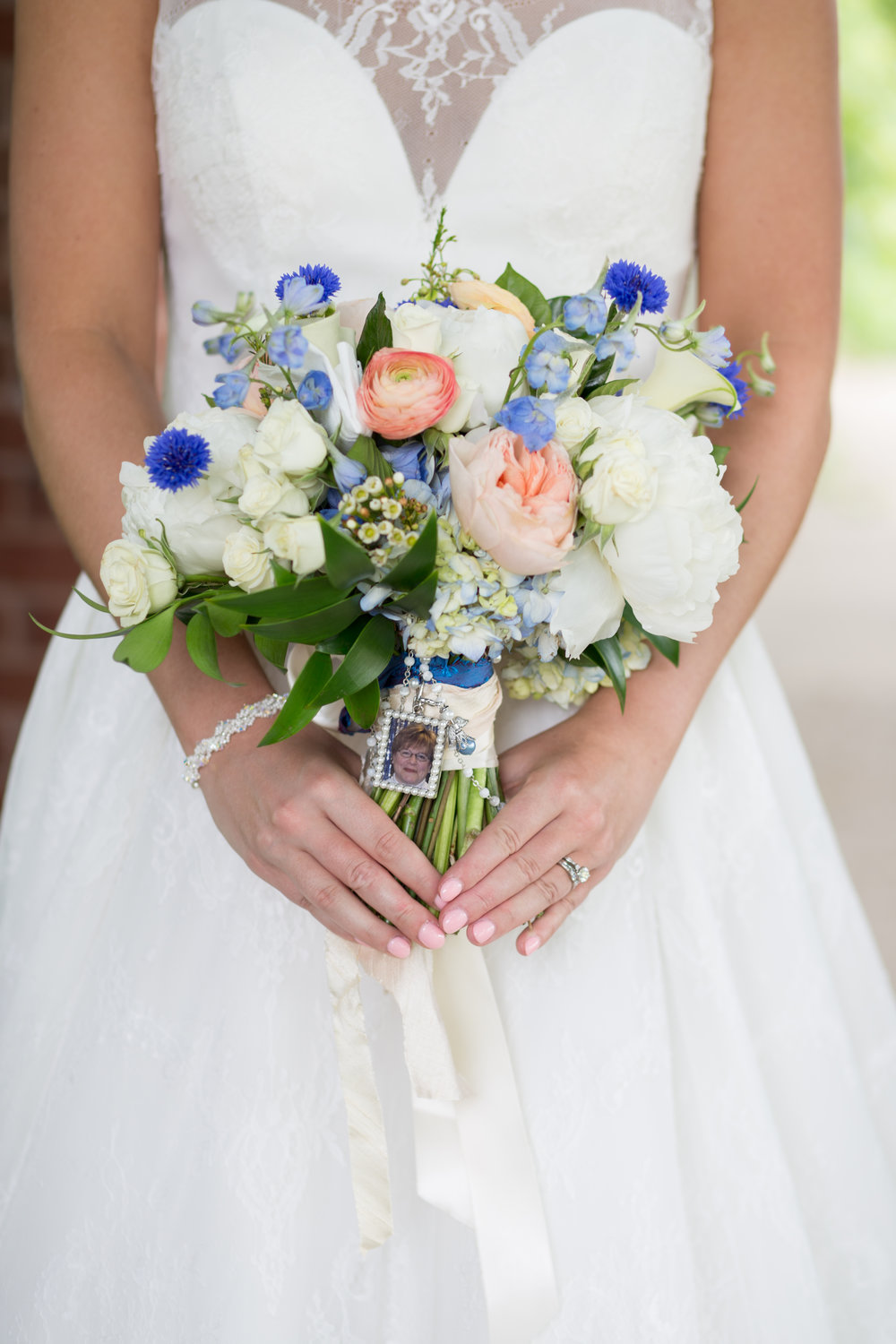 Teresa honored her mother by carrying a special picture charm on her bridal bouquet.
