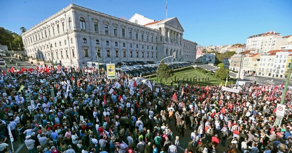 A rally in Lisbon celebrating a political coalition promising an end to austerity policies in 2015.    (Joao Profirio/EPA)