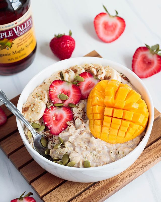 "Question of the day: What are your vegan staple meals? 🤔 - Personally my go to staple meal is oatmeal! They take just minutes to whip up on the stove, and the flavor combinations really are endless. I'm a sucker for the classic combination of cinnamon, vanilla extract and maple syrup, but honestly the  world is your oyster when it comes to oats. So, I switch things up from time to time (like adding peaches or different nut butters), but the one constant no matter what flavor of oats I'm making is that I LOVE to sweeten with pure maple syrup. I try to be wary of consuming too much refined sugar, so I love to use maple syrup as a healthier alternative. 🍁 - For my followers that love maple syrup as much as I do, you can head over to @maplevalleycoop to check out their products. They have also given me a discount code to share with you all! Use code ""MeatlessNY18"" for 18% off your order. #meatlessinnewyork"
