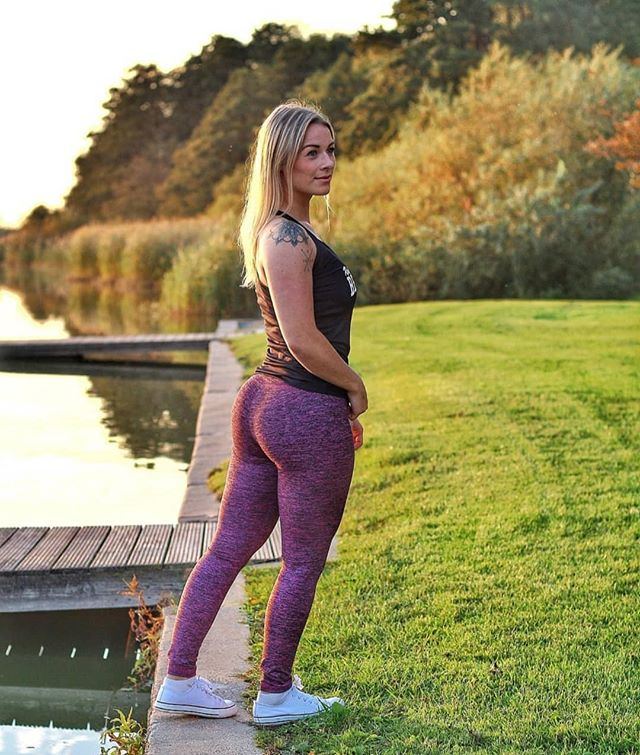 Athlete of the day is beautiful @enya__s in the Melange Pink fitness leggings 😍😍 #sixdeuce