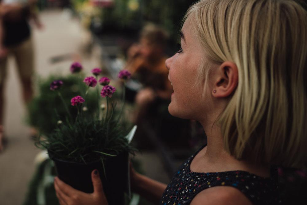colorado springs family lifestyle gardening photography-22.jpg