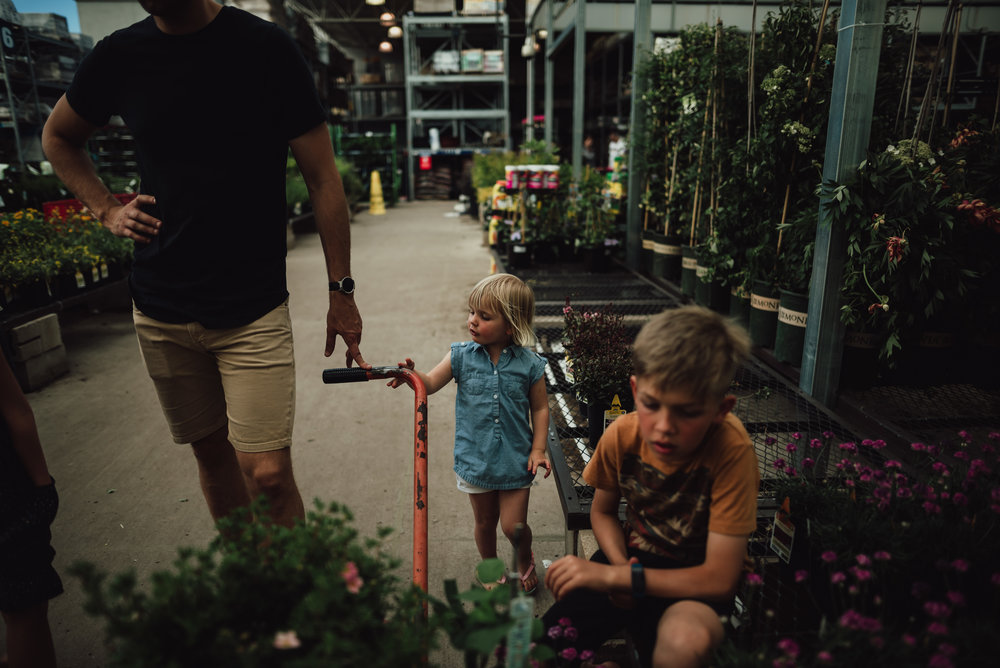 colorado springs family lifestyle gardening photography-23.jpg