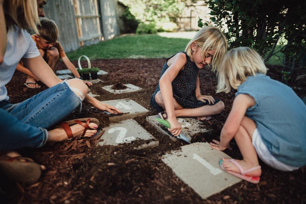 colorado springs family lifestyle gardening photography-29.jpg