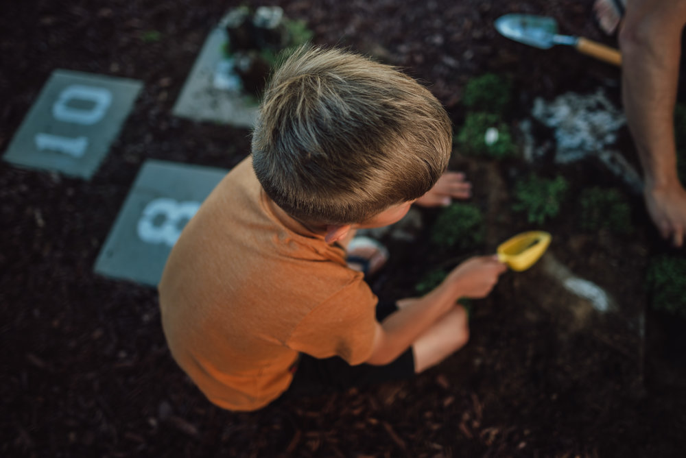 colorado springs family lifestyle gardening photography-36.jpg