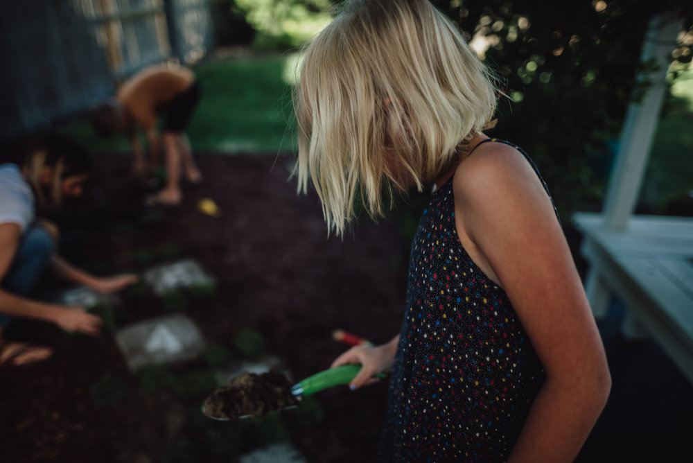 colorado springs family lifestyle gardening photography-41.jpg