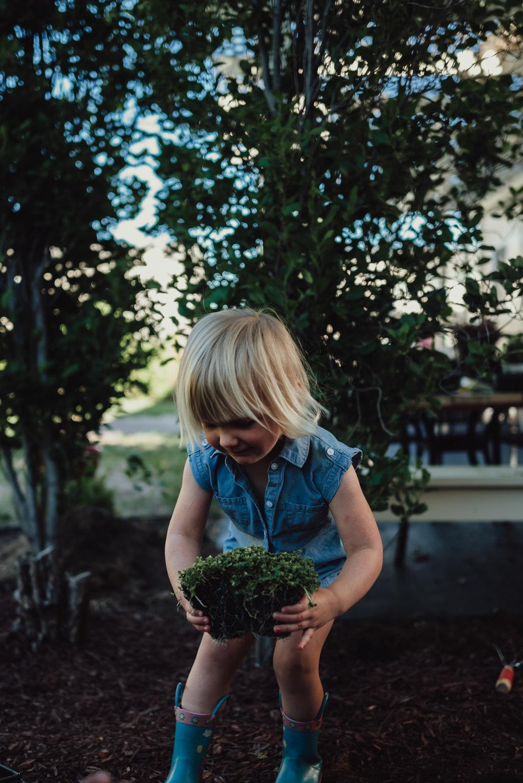 colorado springs family lifestyle gardening photography-43.jpg