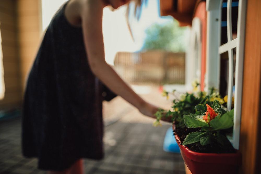 colorado springs family lifestyle gardening photography-55.jpg