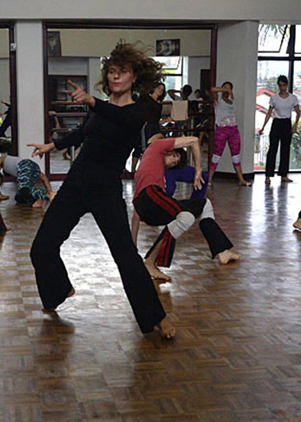 Somos danza - ENSIMISMADOS es una plataforma Internacional, desde Costa Rica; para la formación, creación, investigación, producción y difusión del arte de la danza y las artes escénicas. Es un espacio de confluencia y encuentro nacional e internacional de artistas, intelectuales y técnicos de la escena.seguir leyendo
