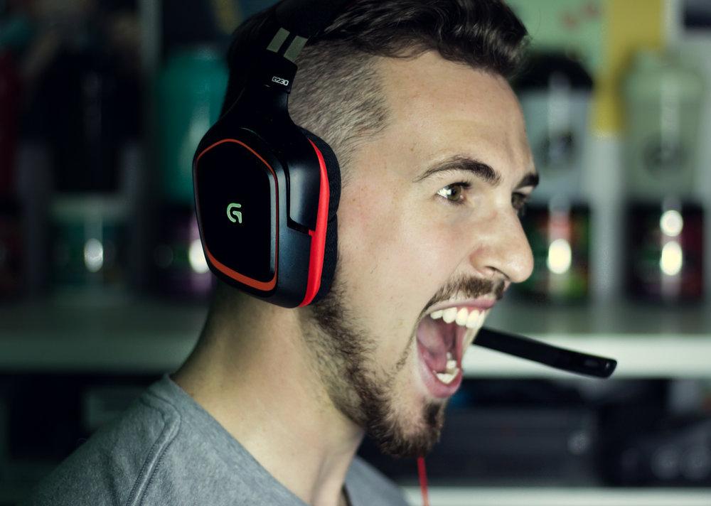 Headset Scream 1.jpg
