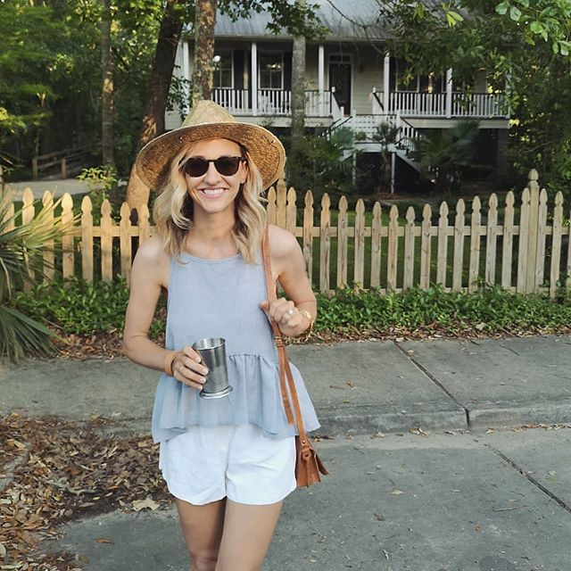 Mint julep stroll making all my southern dreams come true 👒🌿 We sampled almost 20 different types of juleps and small plates from local restaurants and danced in the street. It really was the best night EVER.  Top 3 favs: Lavender + ginger + lemon mint julep. Cold brew coffee mint julep. Traditional Kentucky Derby mint julep. Watermelon mint julep. Peach tea mint julep. Champagne mint julep. Blueberry mint julep. Jalapeno peach mint julep. Wait, that's 8 🤭