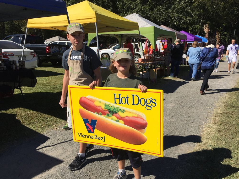 hot dog sign held by kids.jpg