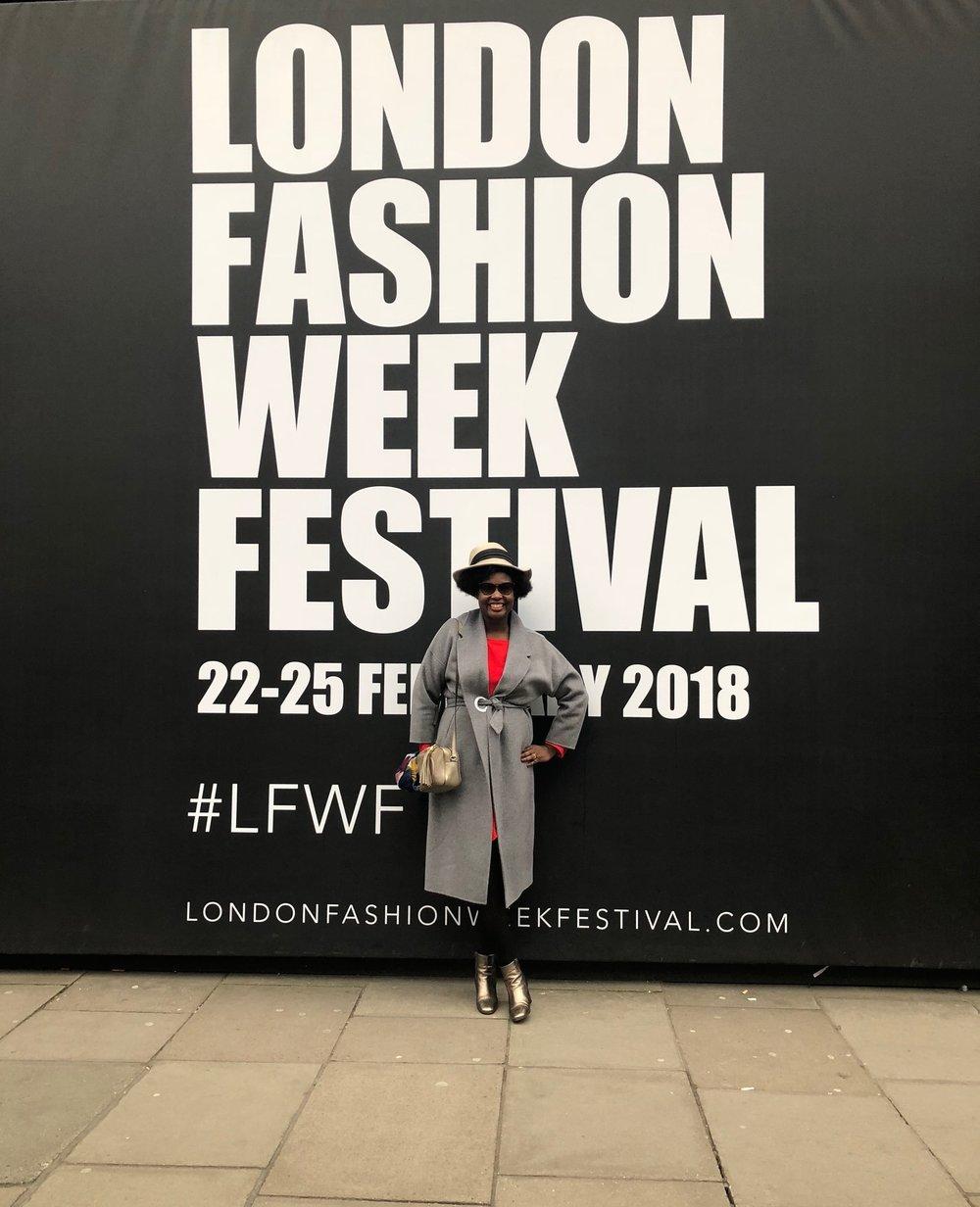 London-Fashion-week-Festival-photocall-elisa-les-bons-tuyaux.jpg