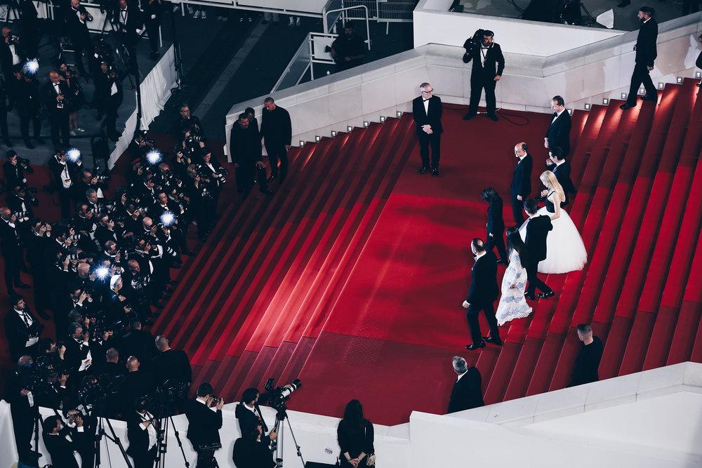 Montee-des-marches-Festival-de-Cannes-2018-elisa-les-bons-tuyaux.jpg