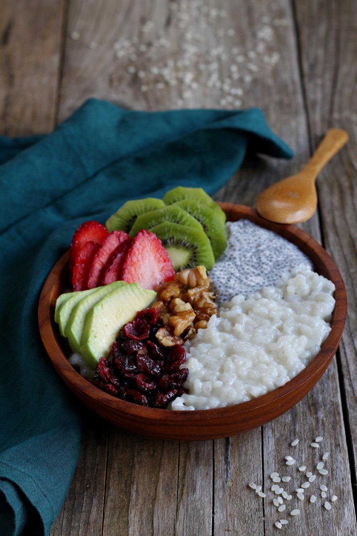 Idees-recettes-Porridge-Riso-Gallo-lait-amande-graines-de-chia-fruits-frais-elisa-les-bons-tuyaux.JPG