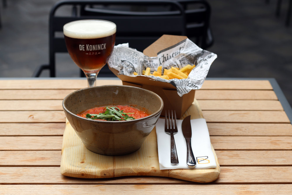 meat balls and tomato sauce/french fries/Koninck beer