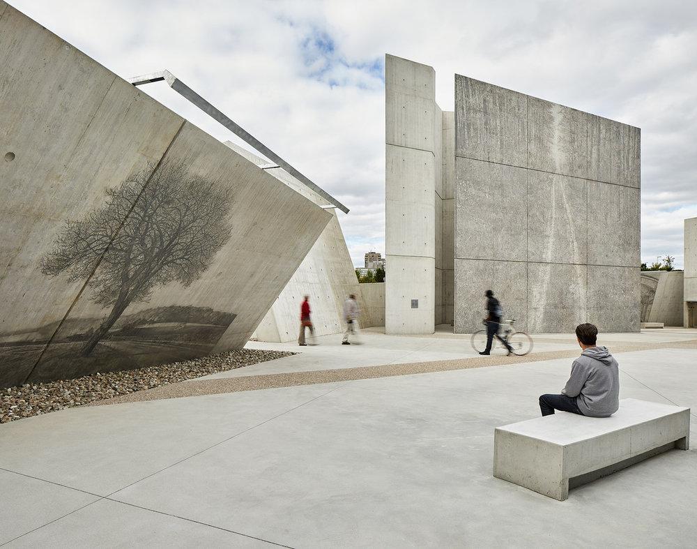 077-National_Holocaust_Monument.jpg