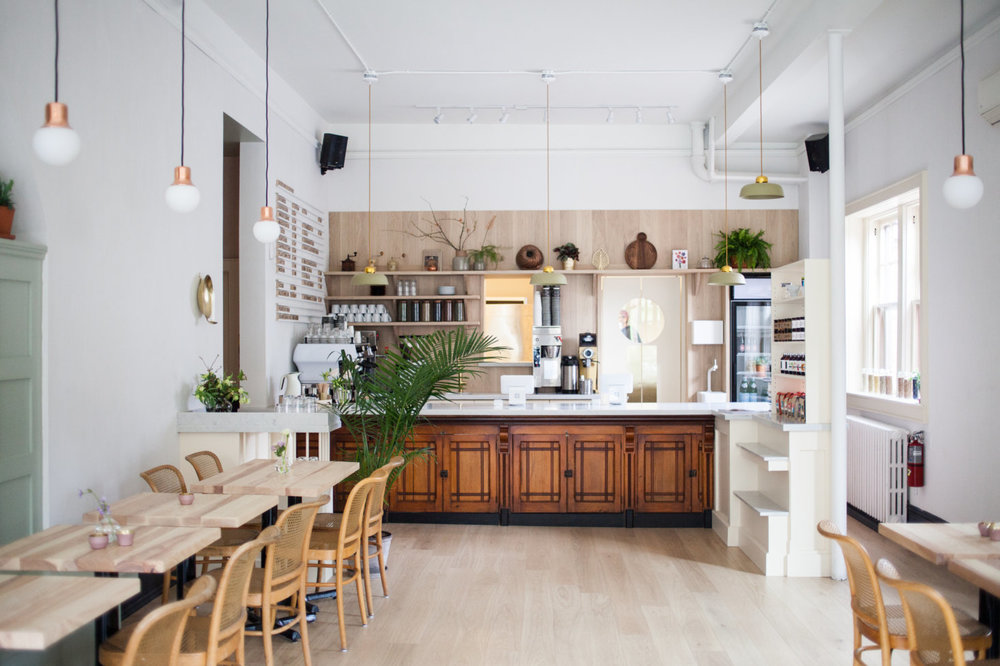 detour-dear-grain-cafe-interior-towards-coffee-bar-juli-daoust-mjolk-1466x977.jpg