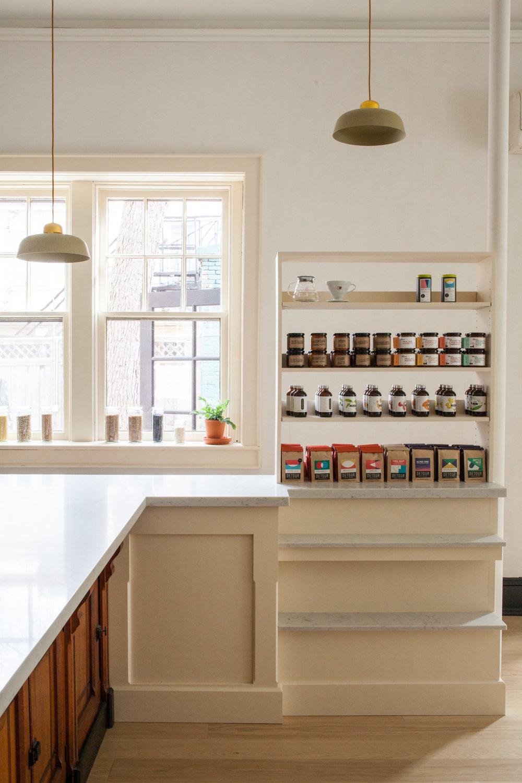 detour-dear-grain-cafe-white-shelves-juli-daoust-mjolk-1466x2199.jpg