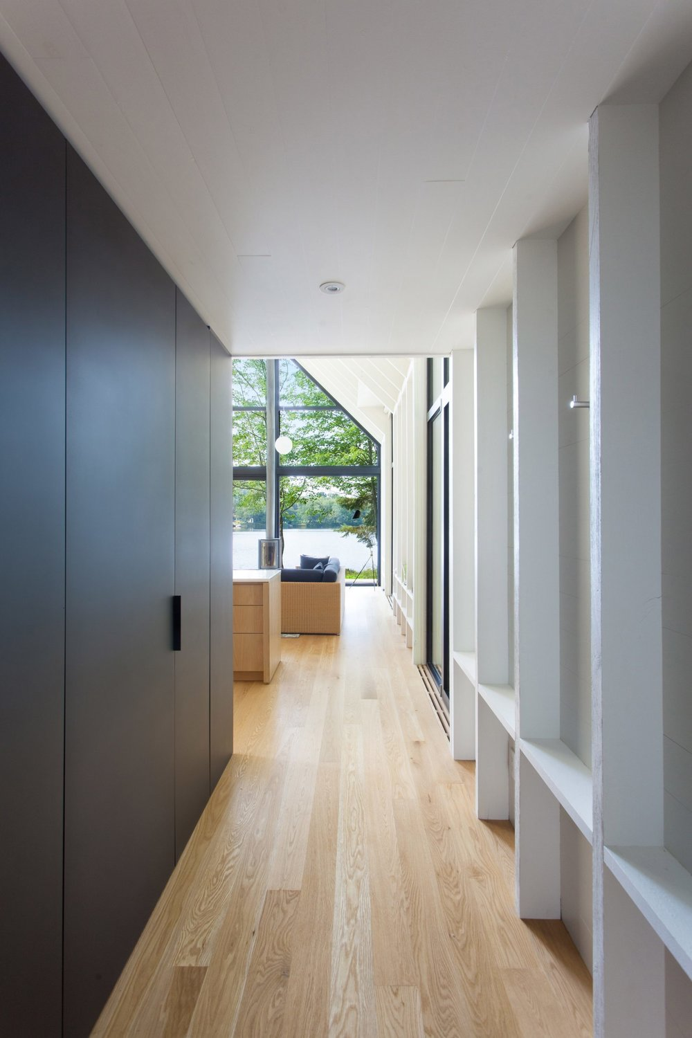 window-on-the-lake-yh2-architecture-residential-canada_dezeen_2364_col_7-1704x2556.jpg
