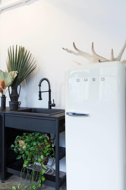 witness-apartment-coquo-kitchen-new-york-city-smeg-fridge-1466x2199.jpg