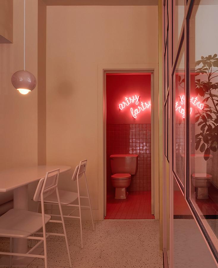 Architecture : APPAREIL architecture Entrepreneur: Deux Marteaux Cabinetmaker: Atelier Assembly Lamp design: Studio Botté Chaises et tabourets FLOE : Appareil atelier Furniture production: Allstudio Photography: Félix Michaud