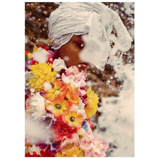 Inspire-se! A top @blesnyaminher usa Casaco @Moschino e turbante Ivanice Bordados em #shooting para a @voguebrasil. . foto: @zee_nunes . #VesteRio #Vogue #VogueBrasil #Moschino #IvaniceBordados #Fashion #Moda #Look #LookDoDia