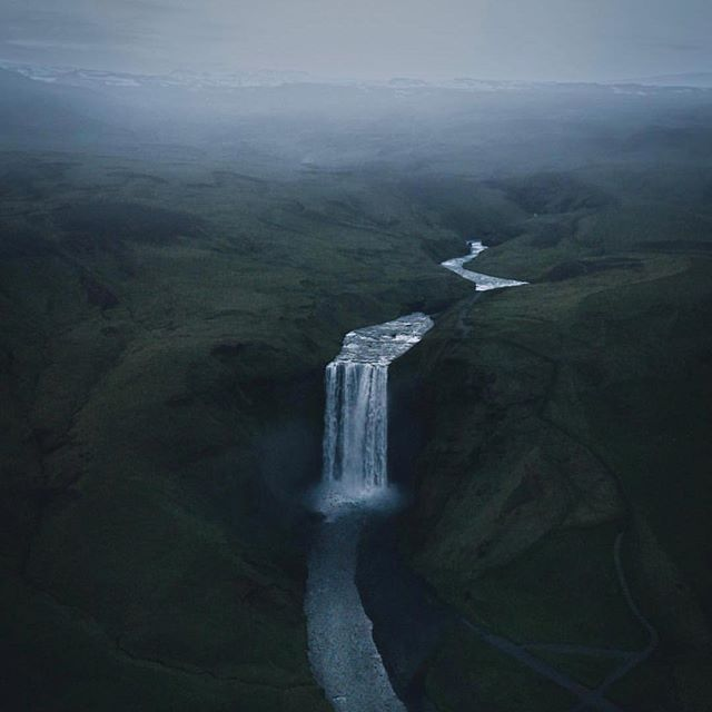Skógarfoss 🌊 Photo by @ivareythorsson 😍 #photographiceland #iceland #thegreatoutdoors #exploremore