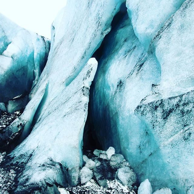 Sólheimajökull  Photo by: @olafur_tryggvason 😍  #niceland  #welcometoniceland  #exploremore  #greatoutdoors