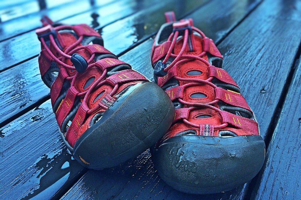 sandals-1407733_1920.jpg