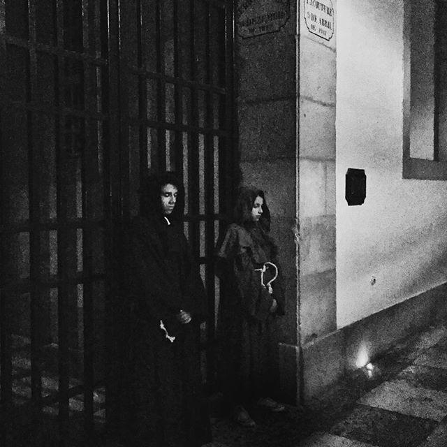 Apprentices of Franciscan friars 🎚 . . . . . #portugal #palacionacionaldemafra #caminhadanoturna #trailinmafra #historia #nightwalk #bnw_capture #bnwmood #bnw #bnwphotography #bnwsouls #bnwlife #bnw_worldwide #bnw_of_our_world #bnw_life_shots #bnw #keepitbrief #bnw_mystery #bnw_kings #bnw_addicted